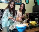 ईद पर घर में बिखरी पकवान की खुशबू, सोशल मीडिया पर चला पड़ा बधाइयों का सिलसिला