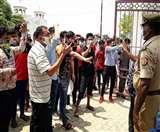 Coronavirus Lockdown: वतन वापसी के लिए नेपाली नागरिकों ने बॉर्डर पर किया प्रदर्शन
