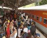 रेलवे की बदइंतजामी से यात्री बेहाल, भूखे कामगारों ने ट्रेन से उतर कर प्लेटफार्म पर लूट ली खाद्य सामग्री