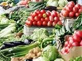 आधे से ज्यादा गिर गए सब्जियों का थोक भाव, किसानों पर गहराया संकट, जानें वजह