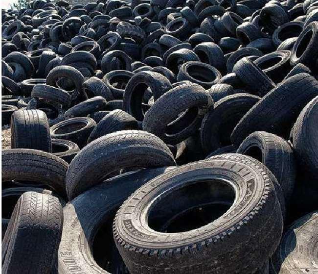Reifenschläuche machen auch nach dem Bau von Abfällen eine bequeme Reise, Brücken, Eisenbahnschwellen und Straßen werden gebaut