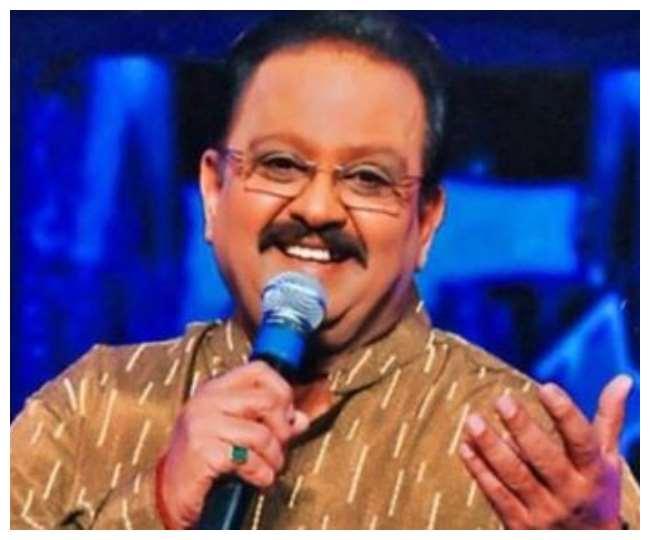 Playback Veteran Singer SP Balasubrahmanyam Dies A R Rahman Akshay Kumar  Lata Mangeshkar Mahesh Babu Pay Condolences On Social Media