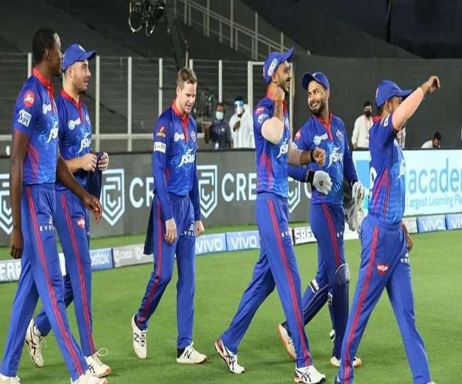 कप्तान रिषभ पंत के साथ दिल्ली कैपिटल्स के खिलाड़ी (फोटो- एएनआई)