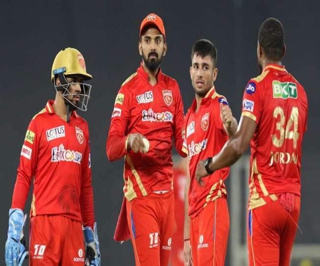 कप्तान केएल राहुल के साथ पंजाब किंग्स के खिलाड़ी (एपी फोटो)
