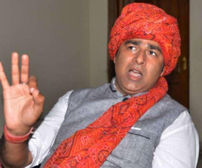 मेरठ के सरधना में भाजपा विधायक संगीत सोम का एक और वीडियो वायरल हुआ है।