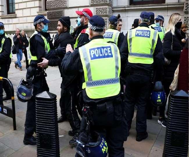 ब्रिटेन में 39 जलवायु कार्यकर्ता गिरफ्तार, जीवाश्म ईंधन को बंद करने की मांग को लेकर किया था प्रदर्शन