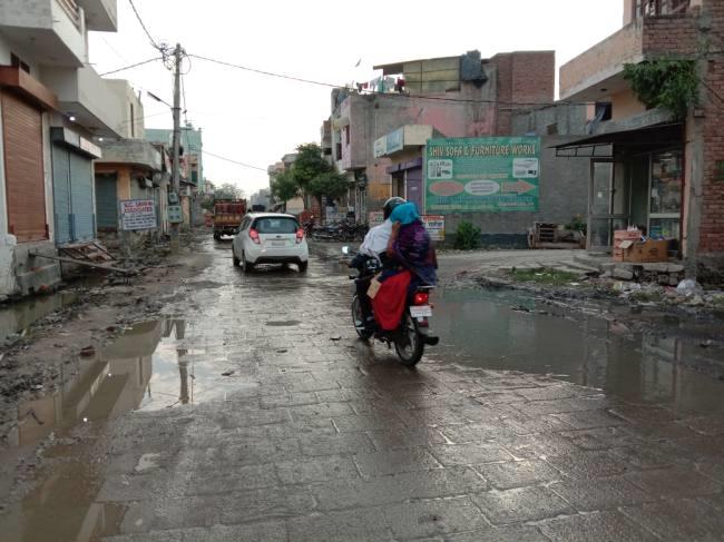जैन चौक के पास नाला फिर हुआ ओवरफ्लो, सड़क पर पानी भरने लगा