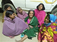 अनियंत्रित ट्रक ने राजमिस्त्री को रौंदा, हंगामा