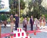 71st Republic Day : ऑफिसों और स्कूलों में फहराया तिरंगा, सड़कों पर गूंजे देशभक्ति के तराने