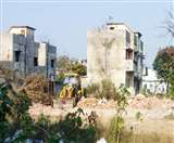कंडम रेलवे क्वार्टरों पर फिर चली डिच, अपराधियों का अड्डा बन गया है सुनसान इलाका
