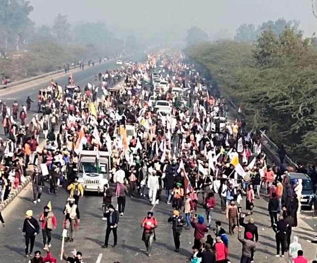 Kisan Tractor Rally News Live: सिंघु बॉर्डर से निकले किसान,  यूपी गेट से दिल्ली में घुसे किसान