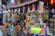 रंग-बिरंगी पिचकारियों से बाजार गुलजार
