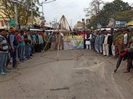 मत्स्यजीवी सहयोग समिति ने किया प्रदर्शन