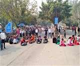 फिर गर्माया Post Matric Scholarship का मामला, स्टूडेंट्स का डीसी ऑफिस के बाहर प्रदर्शन