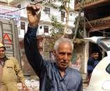 Delhi Violence: यतेंद्र का छलका दर्द- ' लुट गया सबकुछ, 3 रुपये बचे हैं, 1 रोटी भी न मिलेगी हुजूर'