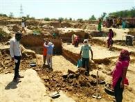 लॉकडाउन में खिजरपुरा के ग्रामीणों को मनरेगा से मिला रोजगार
