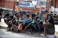 राजस्थान से पैदल दिल्ली, फिर मुजफ्फरपुर के लिए 1.40 लाख में की बस की बुकिग