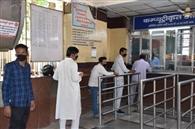 रिजर्वेशन काउंटर पर रुपये खत्म, 200 लोग बिना रिफंड के लौटे