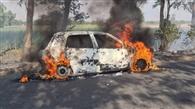 चलती कार को लगी आग