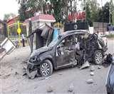 अनियंत्रित कार पुलिस बूथ से टकराई, हादसे में एम्स ऋषिकेश के तीन डॉक्टर घायल