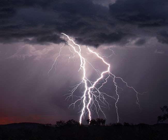 चक्रवात यास भीषण चक्रवाती तूफान में तब्दील हो चुका है। जानें कैसा रहेगा मौसम...