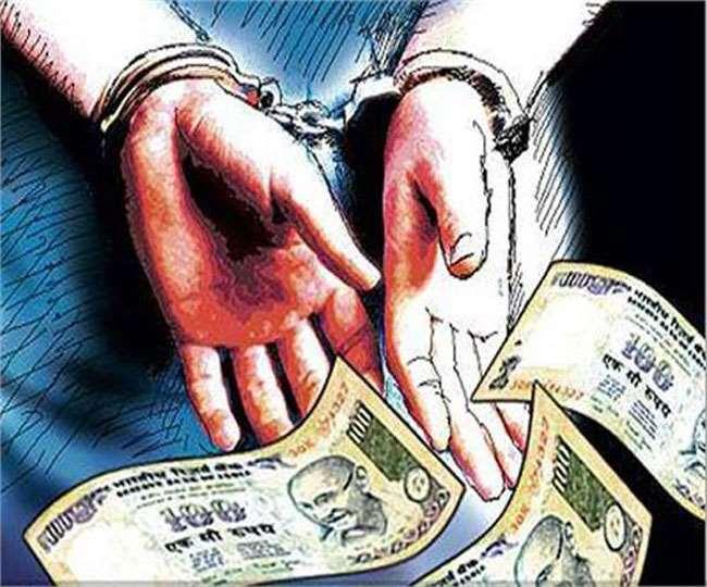 श्रम आयुक्त प्रतीक झाझड़िया तीन लाख रुपये रिश्वत लेते गिरफ्तार। फाइल फोटो