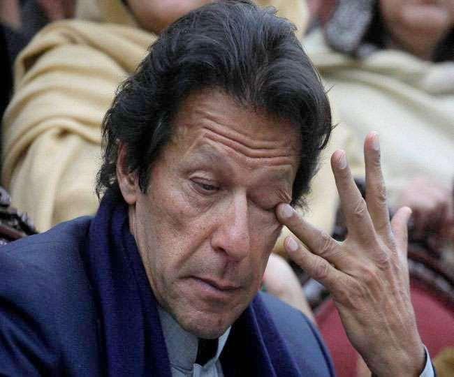 पाकिस्तान को ग्रे लिस्ट में बनाए रखने के फैसले से इमरान खान की सरकार को बड़ा झटका लगा है।