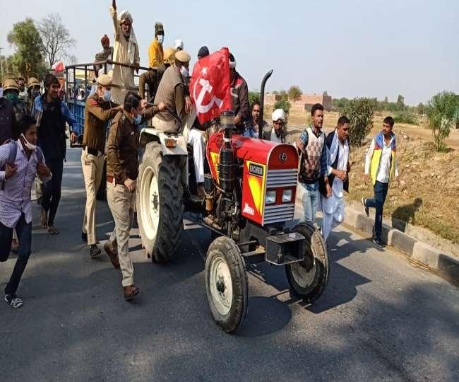 पुलिस ने किसानों को रोकने के लिए लाठी चार्ज नहीं लिया लेकिन हलका बल प्रयोग किया।