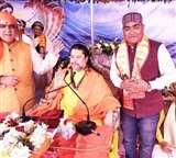 भागवत कथा सुनने पैतृक गांव पहुंचे केंद्रीय राज्य मंत्री, स्वामी अनंताचार्य जी से लिया अशीर्वाद Bhagalpur News
