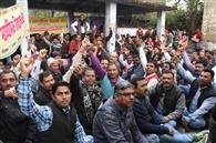शिक्षकों पर प्रशासन की दंडनात्मक कार्रवाई पर लगे रोक