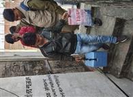 पैसे लेकर टीका लगाते पकड़े गए एनजीओ कर्मी