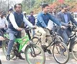 साइकिल की सवारी कर DRM ने दिया पर्यावरण बचाने का संदेश, स्काउट एंड गाइड के साथ मिलकर निकाली रैली Dhanbad News