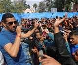 विक्की चौहान के लोकगीतों पर थिरके डीएवी के छात्र Dehradun News