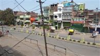 लॉकडाउन का अनुपालन कराने गांवों में पहुंचा प्रशासन