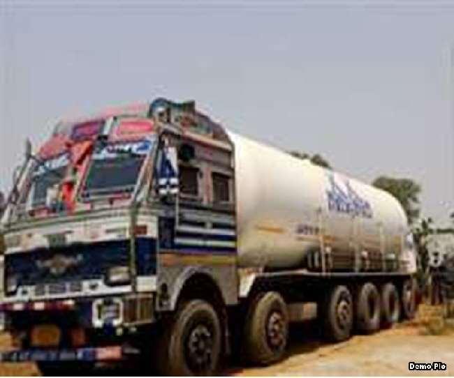 आक्सीजन अनमोल हो गई है। ऐसे में आक्सीजन टैंकर की सुरक्षा की जिम्मेदारी पुलिस को सौंपी गई है।