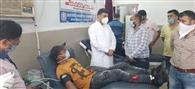रक्तदान शिविर लगाकर भाजयुमो ने अस्पताल को दान किया 40 यूनिट खून