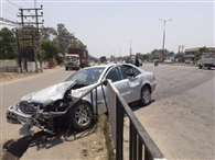 जनता अस्पताल के डॉक्टर की मर्सिडीज ने कार को मारी टक्कर, दोनों जख्मी