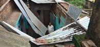 कोटालपोखर में आंधी से घरों के छप्पर उड़े
