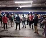 बिहार में नाश्ता तो बंगाल में खाना, ट्रेन में भूखे और परेशान मजदूरों की मदद के लिए सेवा भारती की पहल