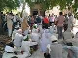 ट्रांसफार्मर नहीं बदलने पर किसानों ने किया बिजलीघर का घेराव Moradabad News