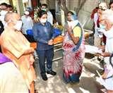 CM योगी आदित्यनाथ पहुंचे लखनऊ के राम मनोहर लोहिया अस्पताल, जाना मरीजों का हाल