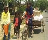 Lockdown: पेट की खातिर बेटियों ने उठा लिया ठेले पर हिमालय Gorakhpur News