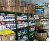Coronavirus Lockdown: नहीं बिक रहीं दवाएं, 150 करोड़ का कारोबार 50 करोड़ पर सिमटा; सैनिटाइजर-मास्क ने बचाई साख