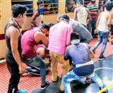 बिहार में एक बार फिर नाश्ते पर टूट पड़े प्रवासी, भागलपुर जंक्शन पर आपस में चले लात-घूंसे