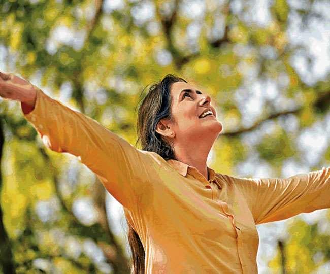 मानसिक स्वास्थ्य को बेहतर रखते हुए जिंदगी से संतुलन व सामंजस्य बिठा पाएंगे...