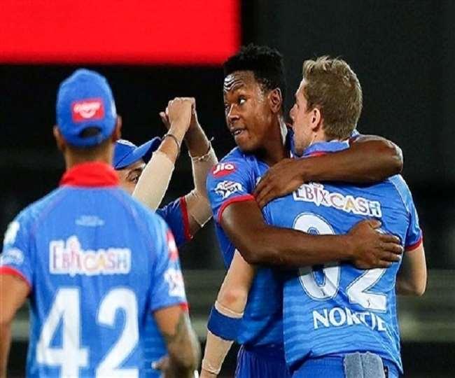 दिल्ली कैपिटल्स के खिलाड़ी मैच के दौरान (फोटो -पीटीआई)