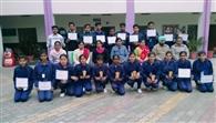 विजेता विद्यार्थियों का स्वागत किया