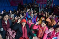विभाग के नोटिस पर आंगनबाड़ी कार्यकर्ता भड़कीं