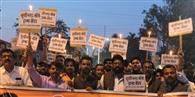 ट्रामा सेंटर के लिए युवाओं ने निकाला कैंडल मार्च