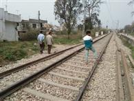 प्रभावितों को मुआवजा न देने पर रेलवे की भूमि नीलाम